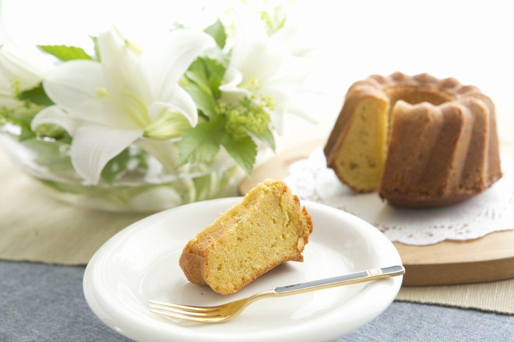 新生姜のケーキとユリ